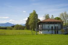 ZIST vor Alpenpanorama