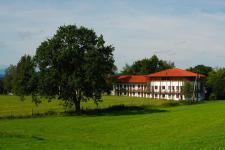 ZIST Hauptgebäude im Sommer